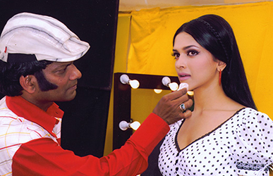 Satish Kargutkar Shooting with Deepika Padukone
