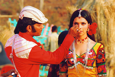 Satish Kargutkar Performing Makeup on Deepika Padukone in a Movie